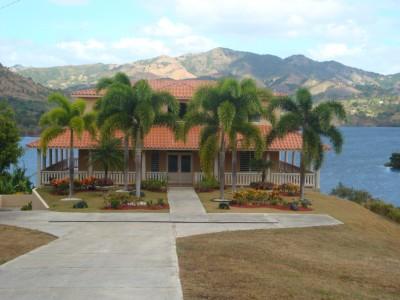 Sector higuero lago toa vaca for Casas con piscina para alquilar en puerto rico