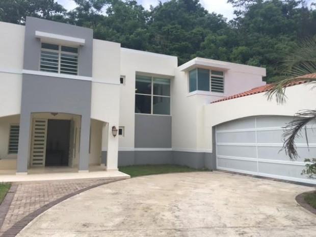 Mansiones de golf for Casas con piscina para alquilar en puerto rico